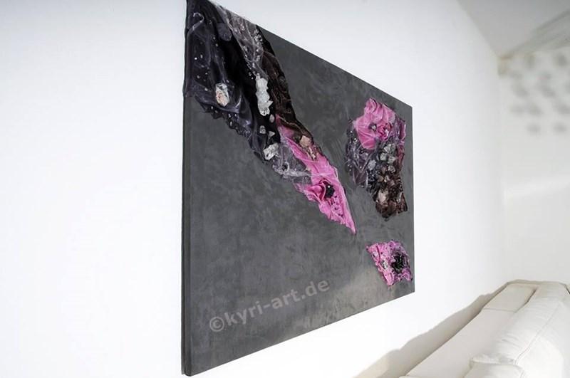 Kunst zum kaufen, Edelsteincollage mit edlen Stoffen in granit, rosé, flieder und silber