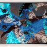 Kunst zum kaufen, Edelsteincollage mit edlen Stoffen in blau, grau, türkis und silber, Titel: Reichtum